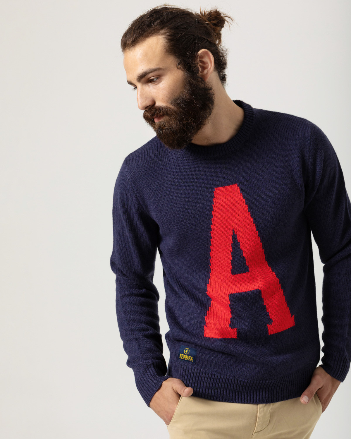 Knitted pullover with lettering