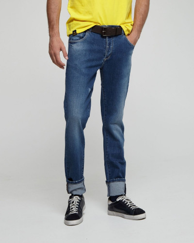 Slim cut blue jeans